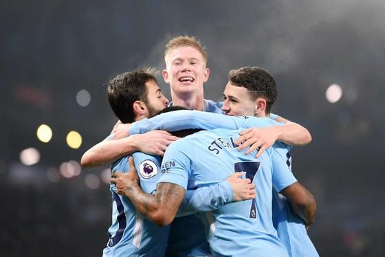 Niềm vui của cầu thủ Man.City khi nối dài kỷ lục thắng liên tiếp lên con số 16. Ảnh: Getty Images