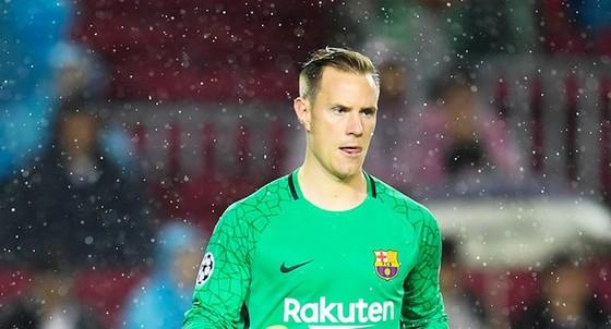 Ter Stegen ái ngại khả năng ghi bàn của Ramos vào phút cuối. Ảnh: Getty Images