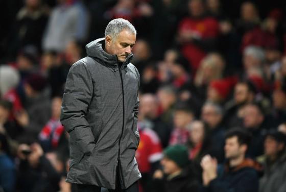 HLV Jose Mourinho tỏ rõ bất lực với chất lượng đội hình đang có. Ảnh: Getty Images