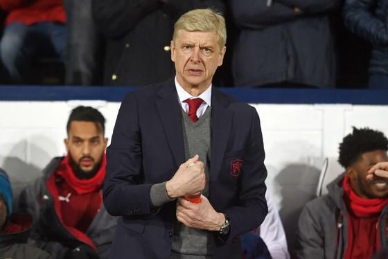 Arsene Wenger đang tự đẩy Arsenal thêm vào rắc rối. Ảnh: Getty Images