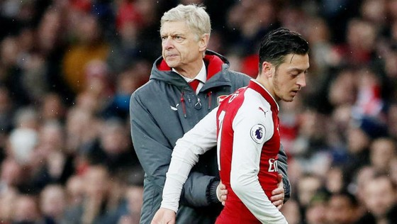Arsene Wenger tự tin có thể giữ Mesut Oezil. Ảnh: Getty Images