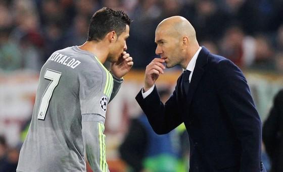 Zidane đứng về phía ủng hộ Ronaldo. Ảnh: Getty Images.