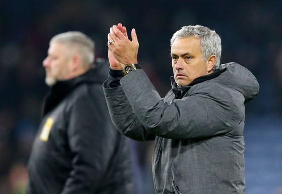"""Jose Mourinho đang tạm hài lòng với hiện tại trong thời gian chờ """"viện binh"""" Alexis Sanchez. Ảnh: Getty Images"""