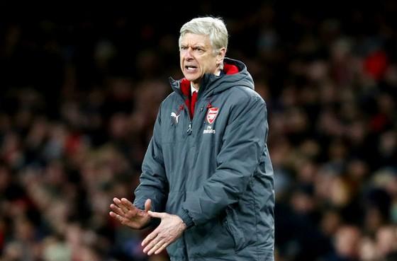 Arsene Wenger có cơ hội cứu vãn mùa giải, nhưng Man.City rõ ràng là thách thức lớn với Arsenal. Ảnh: Getty Images