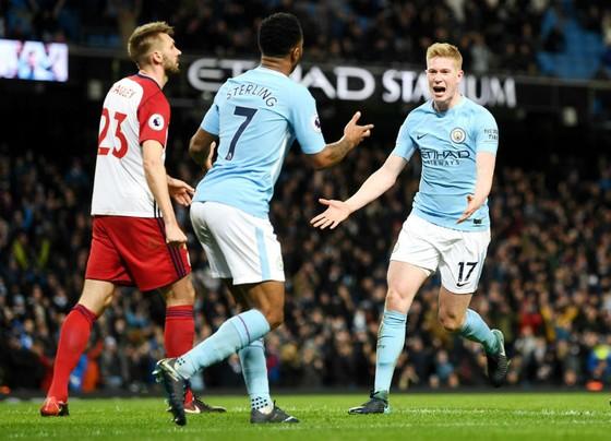Kevin De Bruyne (phải) tiếp tục tỏa sáng đế giúp Man.City chiến thắng. Ảnh: Getty Images