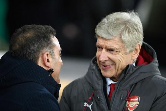HLV Arsene Wenger thay đổi, hy vọng Arsenal cũng sẽ thay đổi. Ảnh: Getty Images
