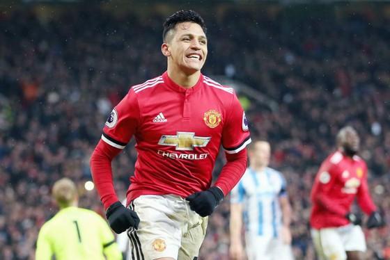 Alexis Sanchez mừng bàn thắng đầu tiên cho Man.United ở trận gặp Huddersfield Town cuối tuần qua. Ảnh: Getty Images