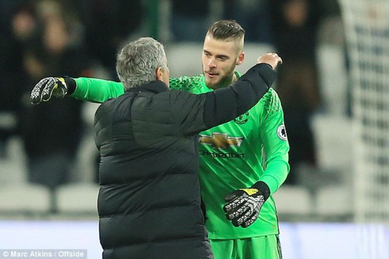HLV Jose Mourinho khẳng định sẽ làm mọi cách giữ David de Gea. Ảnh: Getty Images