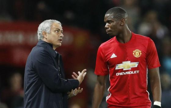 Paul Pogba và Jose Mourinho trong một lần tranh cãi. Ảnh: Getty Images