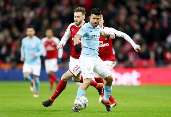 Sergio Aguero (phải, Man.City) đã sẵn sàng tái đấu Arsenal. Ảnh: Getty Images