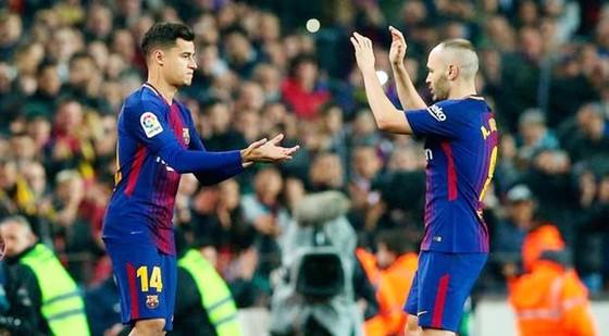 Coutinho (trái) sẽ giúp Barca được lợi hơn với Iniesta. Ảnh: Getty Images
