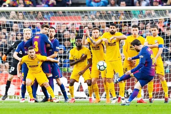 Pha đá phạt đẳng cấp của Messi. Ảnh: Getty Images.