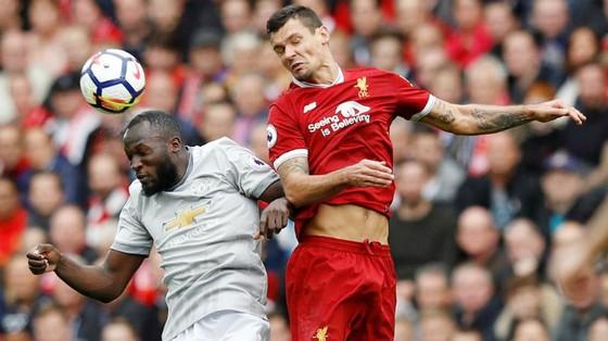 Dejan Lovren (phải) tin Liverpool có thể khuất phục bất kỳ hệ thống phòng ngự nào của Man.United. Ảnh: Getty Images