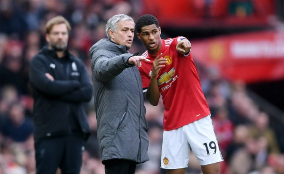 """HLV Jose Mourinho (trái) sẽ một lần nữa được ngợi khen nếu thật sự """"hồi sinh"""" được Marcus Rashford. Ảnh: Getty Images"""
