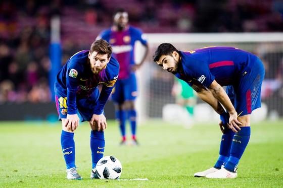 Vắng Suarez, Messi mất đối tác trên hàng công. Ảnh: Getty Images