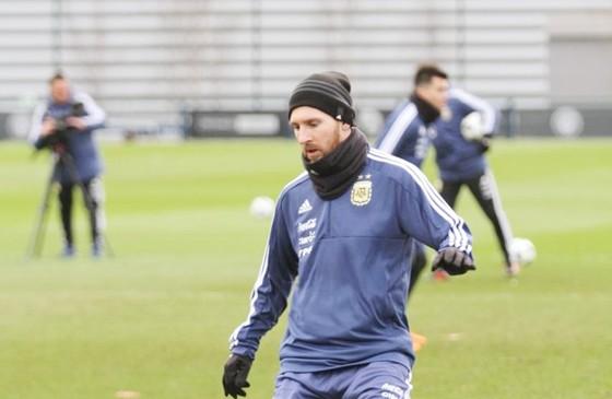 Messi tập trung cùng tuyển Argentina. Ảnh Twitter.