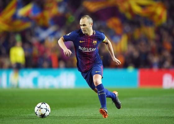 Iniesta đang cân nhắc để ra đi. Ảnh: Getty Images