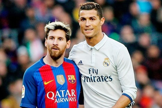Có những kỷ lục mà Messi (trái) không thể phá được từ Ronaldo. Ảnh: Getty Images