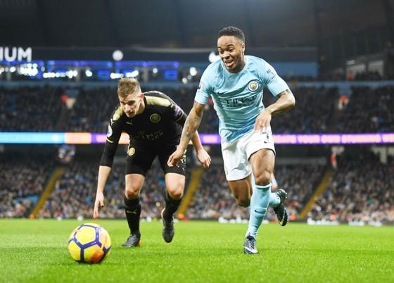 Nỗ lực của Raheem Sterling (phải) trong một trận đấu của Man.City. Ảnh: Getty Images