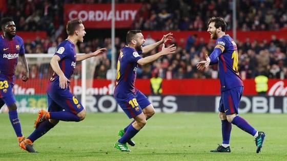 """Gặp chấn thương, Messi vẫn phải """"cày"""" vì Barca. Ảnh: Getty Images"""