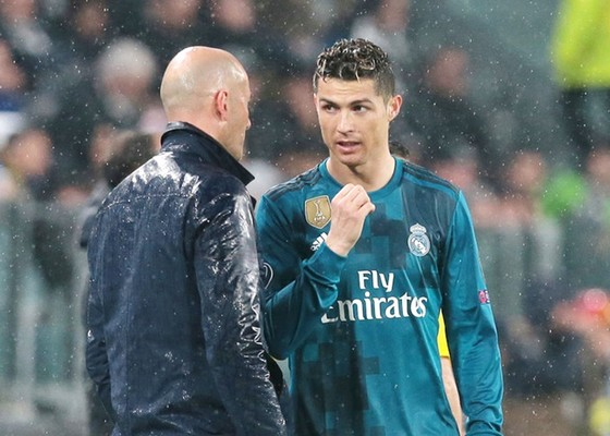 """Lập hàng loạt kỷ lục, Ronaldo khiến thầy phải """"ganh tị"""" ảnh 1"""