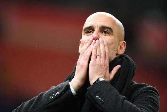 HLV Pep Guardiola đã tạo nên dấu ấn ành công đầu tiên trên dất Anh. Ảnh: Getty Images