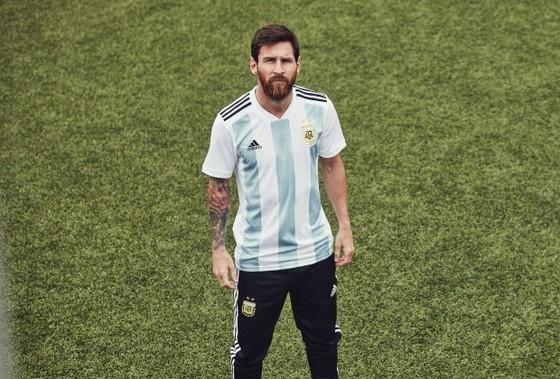 Ngay từ nhỏ, Messi đã không có duyên với quê nhà Argentina. Ảnh: Soccer Laduma