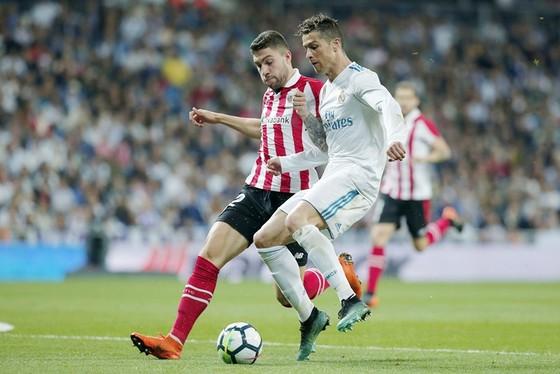 Ronaldo giải cứu Real thoát thua. Ảnh: Getty Images