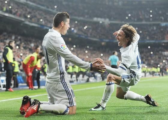 Trước đại chiến với Bayern, Modric ngầm chê bai James? ảnh 1