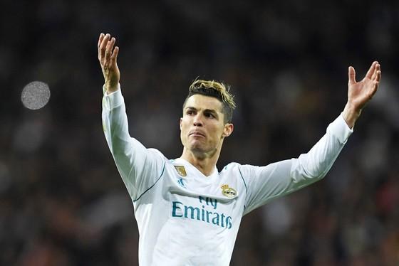 Ronaldo luôn biết cách giải toán khó cho Real. Ảnh: Getty Images