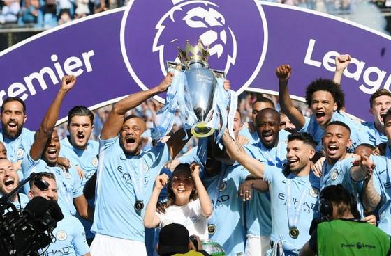 Man.City giương cao chức vô địch rất xứng đáng và ấn tượng. Ảnh: Getty Images
