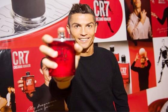 Sau kinh doanh nước hoa, Ronaldo chuẩn bị bắt tay vào làm phim. Ảnh Facebook nhân vật.