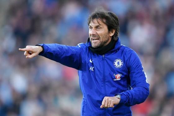 HLV Antonio Conte thật sự trải qua mùa giải đầy khó khăn cùng Chelsea. Ảnh: Getty Images