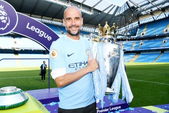 HLV Pep Guardiola thắng chức vô địch Anh đầu tiên đầy thuyết phục. Ảnh: Getty Images