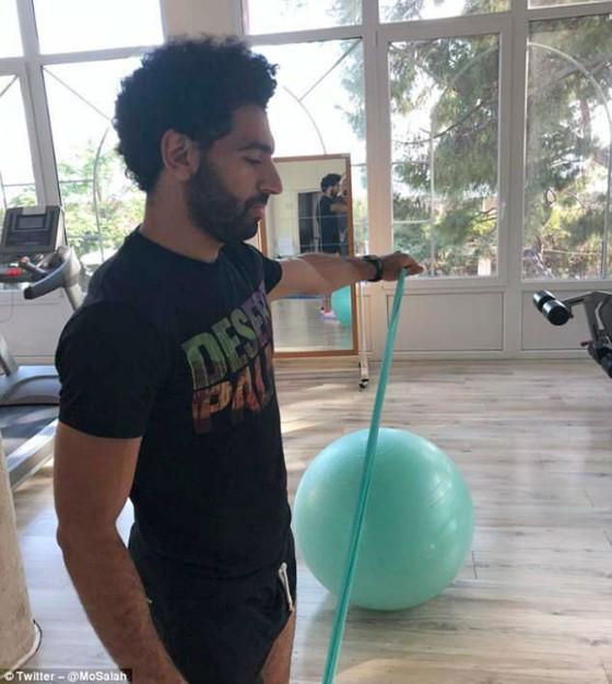 Mohamed Salah khoe tâm trạng khá tốt khi tập luyện.