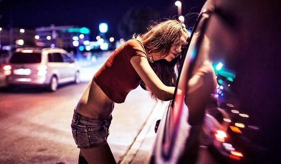 Gái mại dâm sẽ không còn đất sống tại Nga.