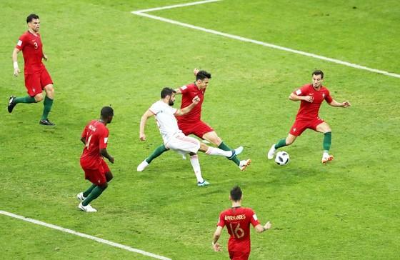 """Bồ Đào Nha - Tây Ban Nha 3-3: Ronaldo lập hat-trick, Bồ Đào Nha may mắn thoát """"chết"""" ảnh 1"""