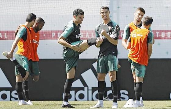 Cristiano Ronaldo truyền cảm hứng ngay cả trên sân tập ảnh 1