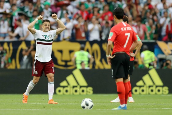 Javier Hernandez mừng bàn thắng thứ 50 cho tuyển Mexico.  Ảnh: Getty Images