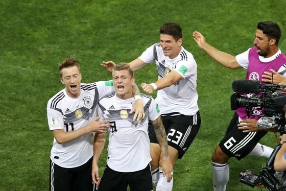 Toni Kroos và đồng đội ăn mừng bàn thắng hệ trọng nhất kỳ giải này. Ảnh: Getty Images