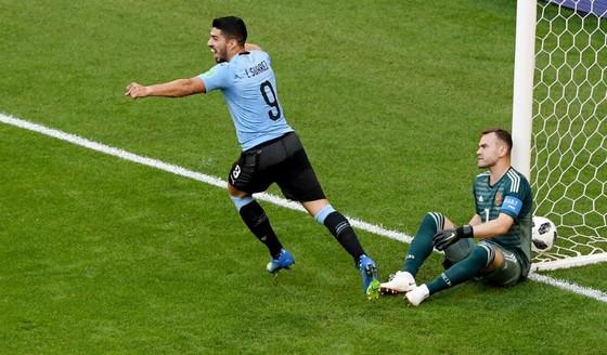 Uruguay - Nga 3-0: Chủ nhà ngã sấp mặt, Uruguay chiếm ngôi đầu ảnh 1