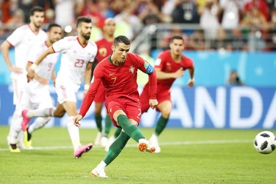 Iran - Bồ Đào Nha 1-1: Ronaldo hỏng penalty, Bồ Đào Nha bị cầm chân ảnh 1