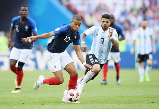 Mbappe gieo rắc kinh hoàng lên hàng thủ Argentina. Ảnh: Getty Images