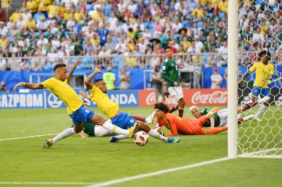 Brazil - Mexico 2-0: Neymar tỏa sáng, Brazil lần thứ 7 liên tiếp vào tứ kết ảnh 1