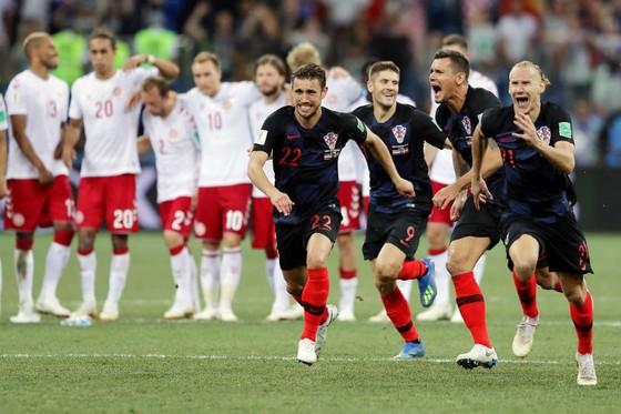 Cầu thủ Croatia phấn khich tột cùng sau chiến thắng kịch tính. Ảnh: Getty Images