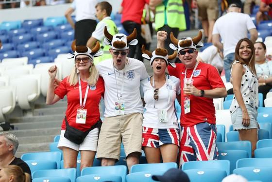 CĐV Anh chật vật tìm cách ủng hộ đội tuyển  ảnh 1