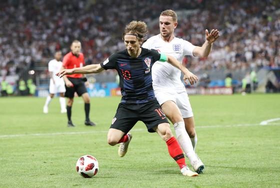 Luka Modric chiến đấu đấu đầy mạnh mẽ trước tuyển Anh. Ảnh: Getty Images