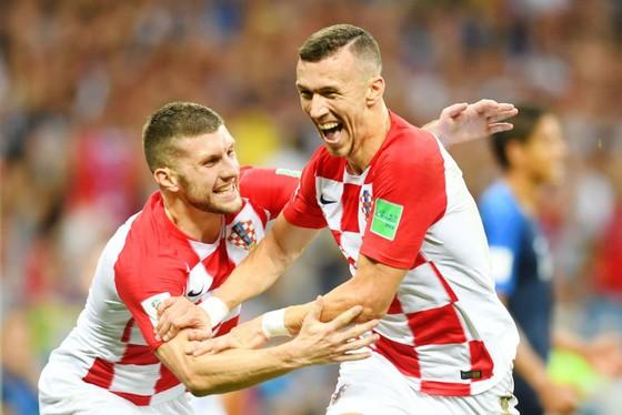 Ivan Perisic (phải) và Ante Rebic có một kỳ World Cup đầy ấn tượng. Ảnh: Getty Images