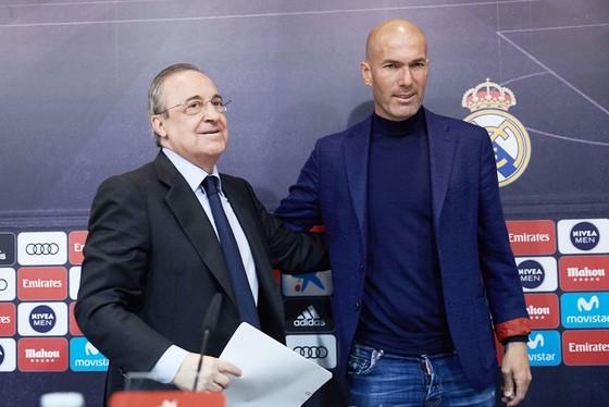 3 mùa Real dưới triều đại Zidane đã tác động nhiều đến chính sách chuyển nhượng của Perez. Ảnh: Getty Images