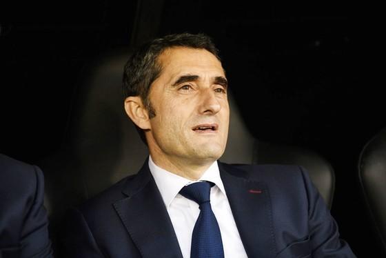 HLV Valverde tuyên bố Barca sẽ tiếp tục mua sắm. Ảnh: Getty Images